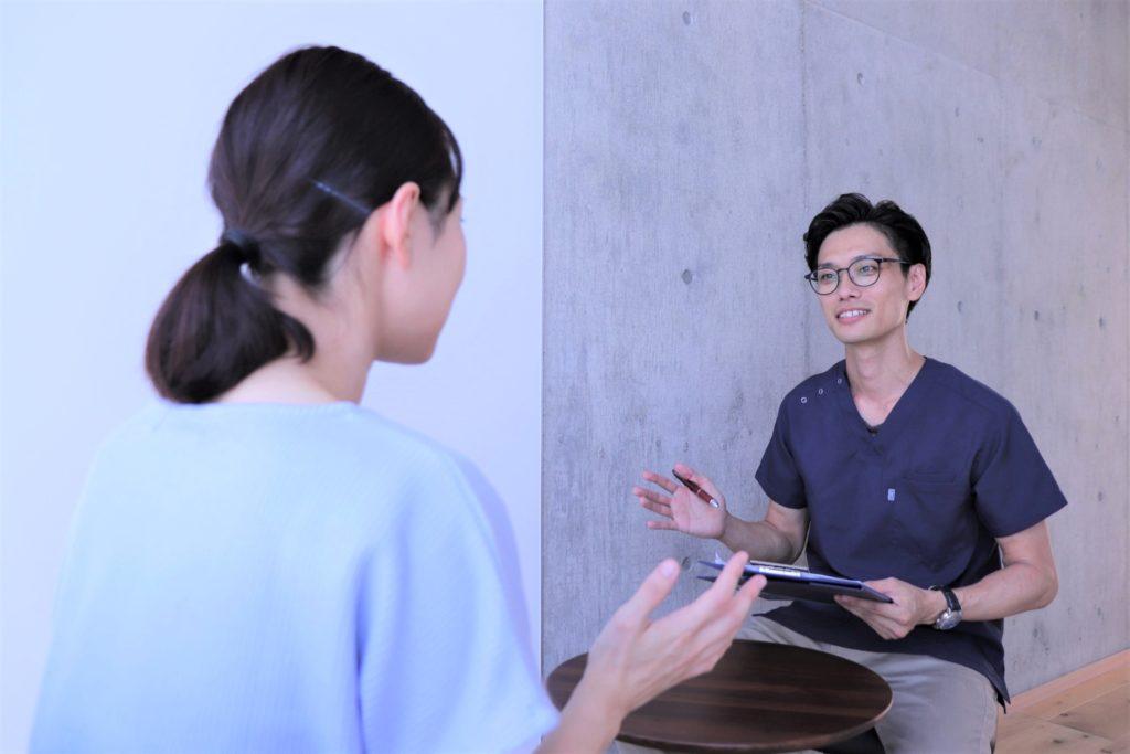 名古屋市肩・腕専門リハビリ整体院_肩の匠_問診風景