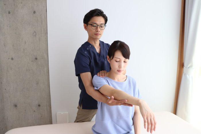 名古屋市肩・腕専門リハビリ整体院_肩の匠_施術風景